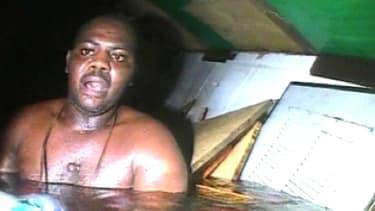 Harrison Okene, lors de sa découverte par les plongeurs, en mai dernier au large des côtes nigérianes.