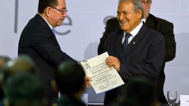 Eugenio Chicas responsable de la communication de la présidence salvadorienne (à gauche) s'est félicité de la décision (photo d'illustration)