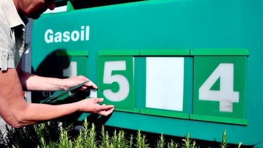 Les Français jugent sévèrement la baisse des prix de l'essence