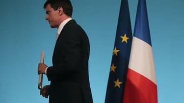 La prime de Noël sera versée à partir du 16 décembre, a annoncé Manuel Valls