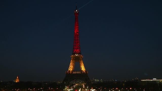 La tour Eiffel aux couleurs du drapeau belge le 22 mars 2016.