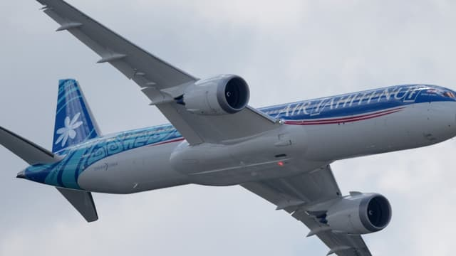 Air  Tahiti a effectué un vol sans escale de Papeete à Paris long de 15.760 km en 16h30, qui a atterri à Roissy ce lundi matin.