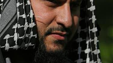 Liès Hebbadj, le mari de la femme verbalisée pour conduite en niqab, au coeur de la polémique sur la polygamie.