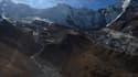 Vue aérienne d'un glacier dans la région de l'Everest, au Népal, le 22 novembre 2018