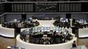 A la Bourse de Francfort, mardi. Les principales Bourses européennes ont terminé en net rebond mardi après leur chute des deux séances précédentes, à l'issue d'une journée extrêmement volatile et dans un climat de grande nervosité quant à l'issue de la cr