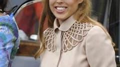 Le chapeau porté par la princesse Beatrice lors du mariage du prince William et de Kate Middleton à Londres le 29 avril, qui avait suscité les moqueries de la presse, a été vendu pour plus de 93.000 euros sur le site eBay. La somme sera reversée à l'Unice