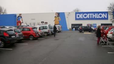 Dans son magasin-vitrine, Decathlon prétend exposer 100% de son offre disponible sur Internet.