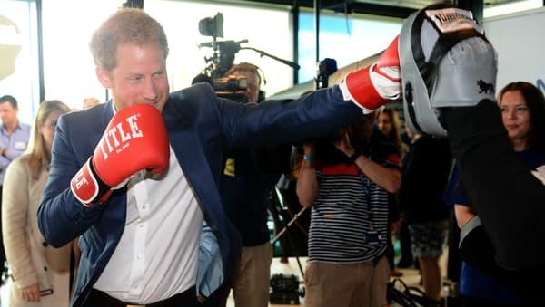 Le prince Harry boxe à Londres le 16 mai 2016