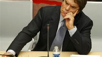 """La commission des Finances de l'Assemblée remet en cause dans un rapport à paraître le règlement du tribunal arbitral en faveur de Bernard Tapie dans son litige avec le Crédit Lyonnais, estimant que cette procédure a été """"une erreur"""". /Photo d'archives/RE"""