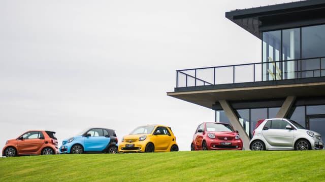 Smart est devenu un constructeur 100% électrique, avec des véhicules désormais fabriqués en Chine, et non plus à Hambach en France. Mais Mercedes avait pourtant  annoncé des investissements sur place.