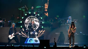 Guns N' Roses sur scène en avril 2016