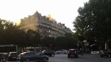 Les fumées dues à l'incendie visibles du 14e arrondissement de Paris.