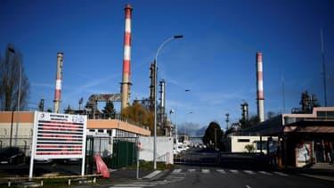 La raffinerie de Grandpuits du groupe Total veut se réorienter sur de nouvelles activités comme la production de biocarburants pour le secteur aérien