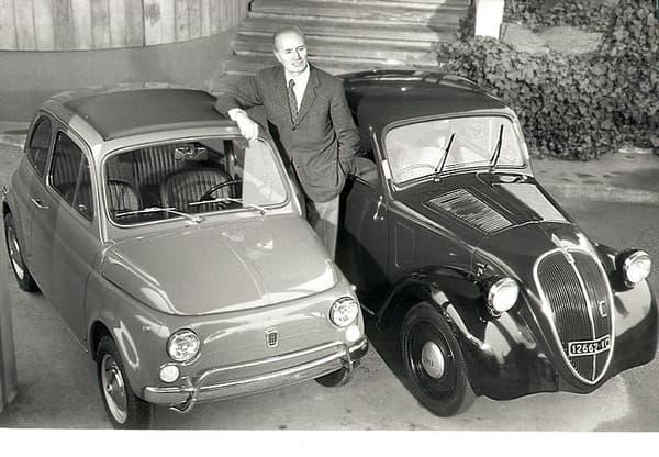 """Dante Giacosa, aux côtés de la première 500 """"Topolino"""" et de la """"Nuova 500""""."""