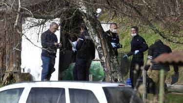 """Les recherches des """"experts"""" de la gendarmerie vont se poursuivre dans la cabane où Nordahl Lelandais dit avoir entreposé le corps de Maëlys."""