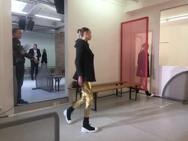 Les répétitions du défilé Liselore Frowijn lors de la Fashion Week de Paris