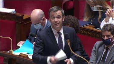 """""""Ne créez pas un cluster à l'Assemblée"""": Olivier Véran intime les députés LR de remettre leurs masques"""