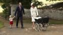 Le prince William, le prince George, la duchesse de Cambridge et la princesse Charlotte, le jour du baptême de cette dernière.