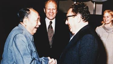 Mao Zedong et Henry Kissinger sous les yeux de Gerald Ford.