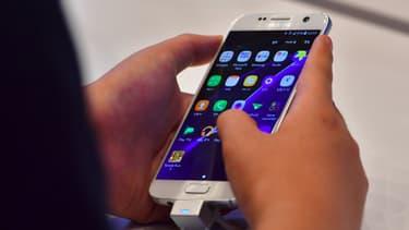Le document d'identité dématérialisé ne sera pas contenu dans le téléphone, mais stocké dans le cloud et on pourra être appelé grâce à un code unique reçu par sms.