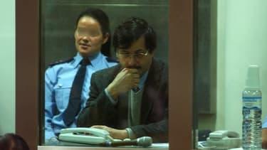 Marc Dutroux dans le box des accusés au tribunal d'Arlon, en Belgique, le 21 juin 2004.