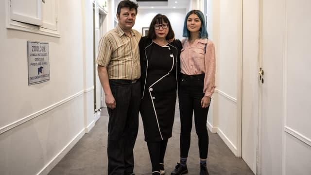 Dominique et Sylvie Mennesson et leur fille Fiorella après une conférence de presse en octobre 2018