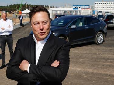 Le patron de Tesla Elon Musk lors d'une visite sur le chantier de l'usine de Berlin.