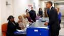 Barack Obama a voté par anticipation jeudi à Chicago pour l'élection présidentielle du 6 novembre aux Etats-Unis et il a encouragé les Américains ayant la possibilité de le faire à suivre son exemple. /Photo prise le 25 octobre 2012/REUTERS/Kevin Lamarque
