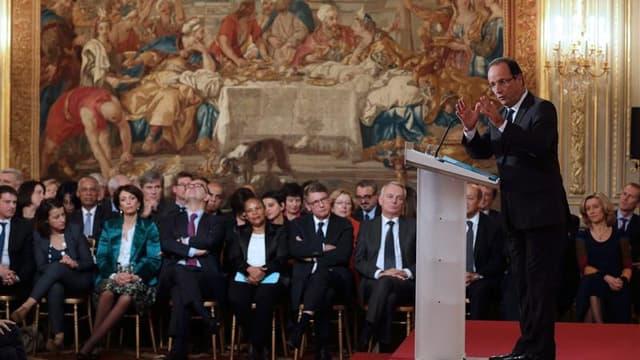 Une majorité des Français juge que les orientations économiques annoncées par François Hollande lors de sa conférence de presse vont dans la mauvaise direction, selon un sondage Tilder/LCI/OpinionWay. /Photo prise le 13 novembre 2012/REUTERS/Philippe Woja