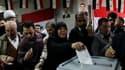 Dans un bureau de vote à Damas. Les Syriens étaient appelés à se prononcer par référendum sur une nouvelle constitution qui pourrait permettre au président Bachar al Assad de rester au pouvoir jusqu'en 2028, dimanche, alors que les affrontements se sont p