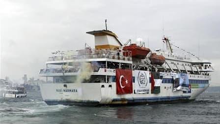 """Le """"Navi Marmara"""", ici à son départ d'Istanbul, faisait partie de la flottille humanitaire dont l'attaque par l'armée israélienne avait causé la mort de neuf ressortissants turcs le 31 mai dernier. Israël a décidé lundi de coopérer dans une enquête sur ce"""
