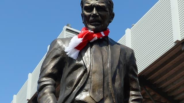 La statue de David Moyes devant le stade de Liverpool