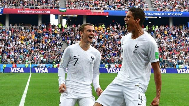 Varane et Griezmann face à l'Uruguay