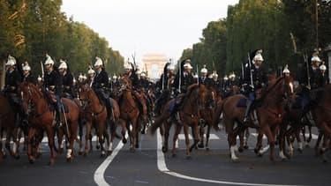 Tous les ans, les 500 chevaux de la Garde républicaine ouvrent le défilé militaire du 14 juillet.