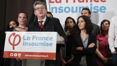 Jean-Luc Mélenchon (centre), Manon Aubry (à sa droite) et des cadres et militants LFI le soir des résultats des élections européennes.