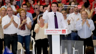 Manuel Valls en meeting dans sa ville natale, à Barcelone, le mercredi 21 mai.