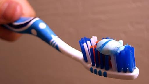 Un homme sur deux utiliserait un dentifrice bien à lui.