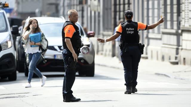 Des policiers sur les lieux de l'attaque, le 29 mai, à Liège.
