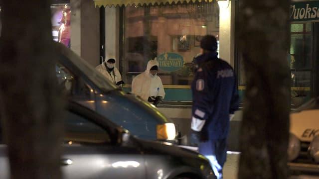 Trois femmes, une maire et deux journalistes, ont été tuées samedi soir à leur sortie d'un restaurant.