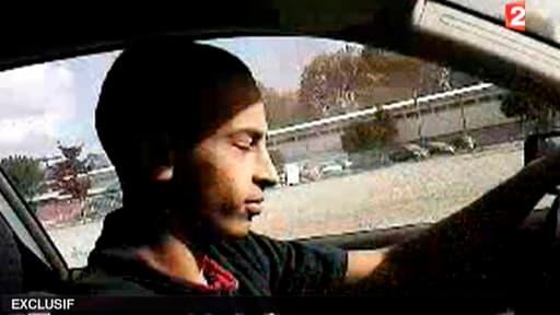 Mohamed Merah au volant de sa voiture dans une vidéo amateur tournée il y a plus d'un an..