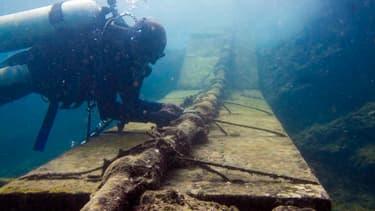 Environ 250 câbles sont aujourd'hui posés au fond des mers. Ils servent aux communications téléphoniques, internet transcontinentaux.