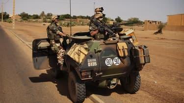 Militaires français à Gao, au Mali. Le soutien des Français à l'intervention militaire au Mali contre des groupes islamistes armés s'érode, cédant 13 points en trois semaines, selon un sondage Ifop pour Atlantico publié samedi. /Photo prise le 1er mars 20
