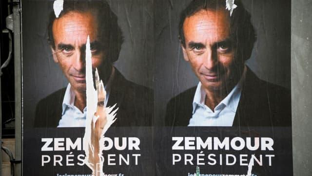 Des affiches soutenant la candidature d'Eric Zemmour à l'élection présidentielle de 2022, dans les rues de Paris le 29 juin 2021