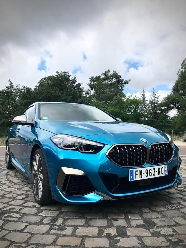 Côté performances, BMW annonce une accélération de 0 à 100 en 4,9 secondes.
