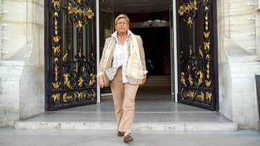 Isabelle Balkany sort de la mairie de Levallois-Perret, en 2011.