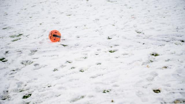 Un ballon de football, à Oostende le 16 janvier 2021 (illustration)