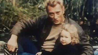 Johnny Hallyday et sa fille Laura Smet dans les années 1980.