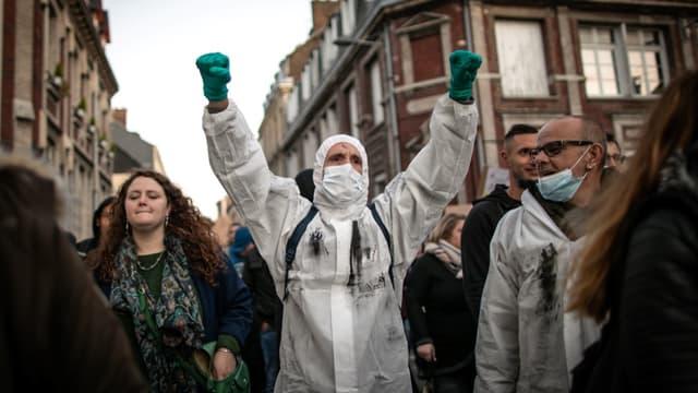 """Une manifestation s'est déroulée à Rouen le 8 octobre pour dénoncer un """"mensonge"""" de la part des autorités et des responsables de l'usine Lubrizol"""