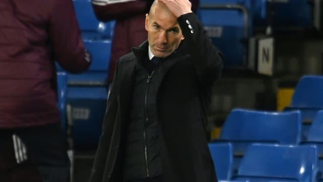 L'entraîneur français du Real Madrid, Zinédine Zidane, après la défaite en demi-finale retour de la Ligue des champions face à Chelsea, à Londres, le 5 mai 2021