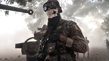 Pour avoir porté un foulard représentant une tête de mort, au Mali, en janvier 2013, le militaire avait été exclu de la Légion étrangère.